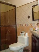 3352_2ndbathroom2.JPG