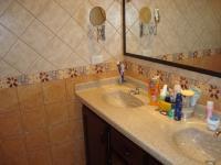 3352_mainbathroom2.JPG