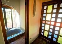 4164_Hacienda_La_Paz_-_upper_bathroom_&_dressing.jpg