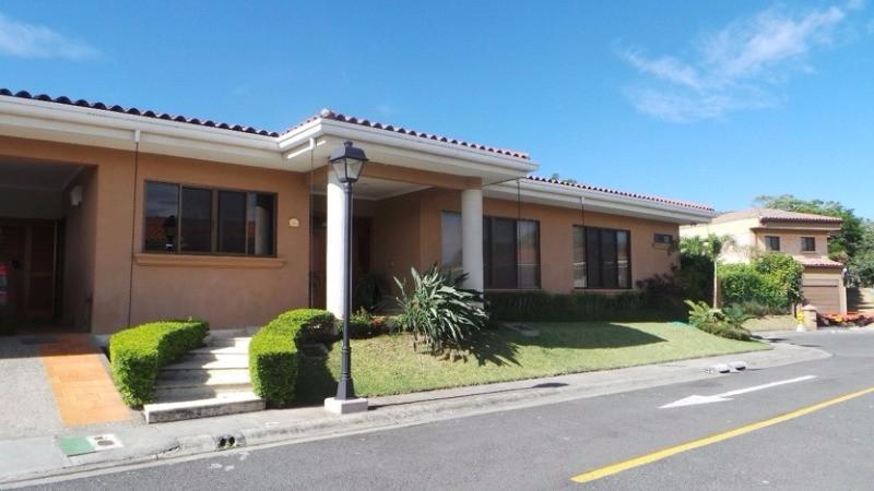 En venta casa 1 planta de lujo en condominio santa ana valle central costa rica 6743 - Venta de apartamentos en costa ballena ...