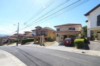 7428_7885_002-frente-392-nuevoshorizontespropiedades-venta-sevende-casa-condominio-la-ladera-Heredia.jpg