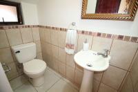 7428_9891_011-banno-visita-392-nuevoshorizontespropiedades-venta-sevende-casa-condominio-la-ladera-Heredia.jpg