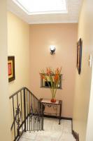 7460_5703_012-escalera-411-casa-venta-sevende-sanpablo-heredia-nuevoshorizontespropiedades.jpg