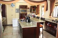 7460_7255_009-cocina-411-casa-venta-sevende-sanpablo-heredia-nuevoshorizontespropiedades.jpg